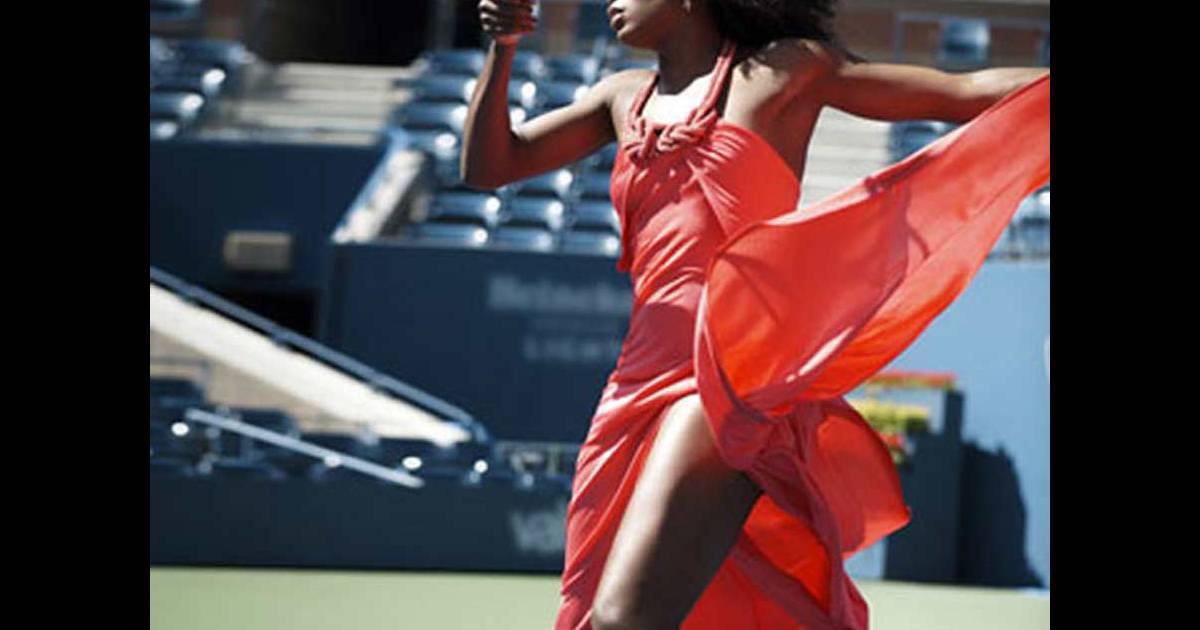 photos quand venus et serena williams jouent au tennis en robes sexy et talons hauts. Black Bedroom Furniture Sets. Home Design Ideas