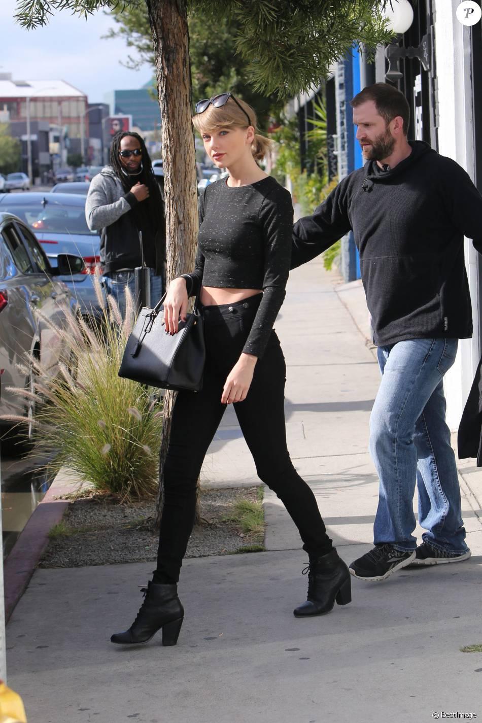 1ecdfc9e571ed8 Taylor Swift fait du shopping sur Melrose avenue; Elle porte un sac noir de  la marque Saint Laurent, à West Hollywood le 15 janvier 2016. ©  CPA/BESTIMAGE