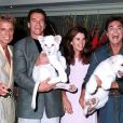 Avant l'accident : Siegfried et Roy avec Arnold Schwarzenegger et sa femme