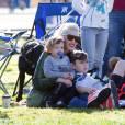 Gwen Stefani emmène son fils Zuma à un match de football en présence de ses deux autres enfants Kingston et Apollo, après le match ils iront au parc faire du tobogan à Los Angeles le 20 février 2016.