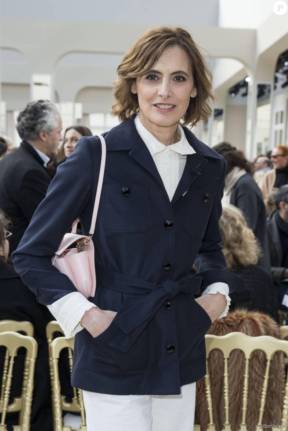 ea873af63e627 Inès de La Fressange au défilé de mode Chanel collection prêt-à-porter  Automne