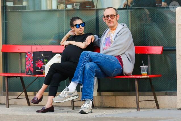 Alexandra Bolotow enceinte et son compagnon Terry Richardson dans les rues de SoHo. Le 9 mars 2016