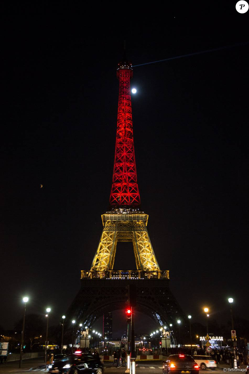 La tour eiffel illumin e aux couleurs de la belgique en - Couleur de la tour eiffel ...