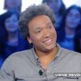 """Le chanteur Doc Gynéco (41 ans) sur le plateau de """"Salut les Terriens !"""" (Canal+) Le 26 mars 2016."""