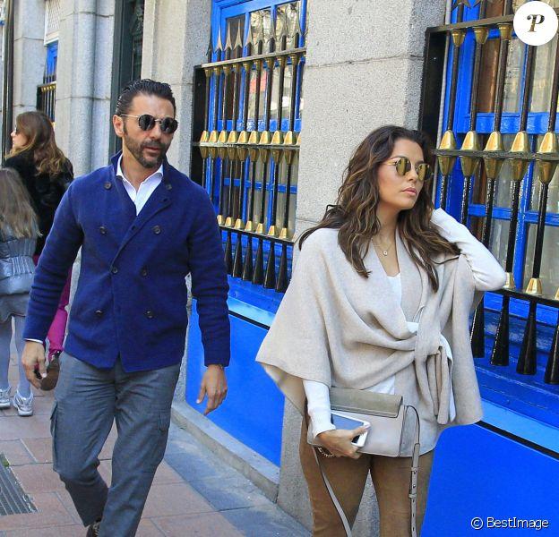 Eva Longoria et son fiancé Jose Baston vont déjeuner dans un restaurant à Madrid le 2 Avril 2016.