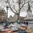 """Démantèlement des installations place de la République, au bout du 12ème jour de """"Nuit Debout"""" à Paris, le 11 avril 2016."""