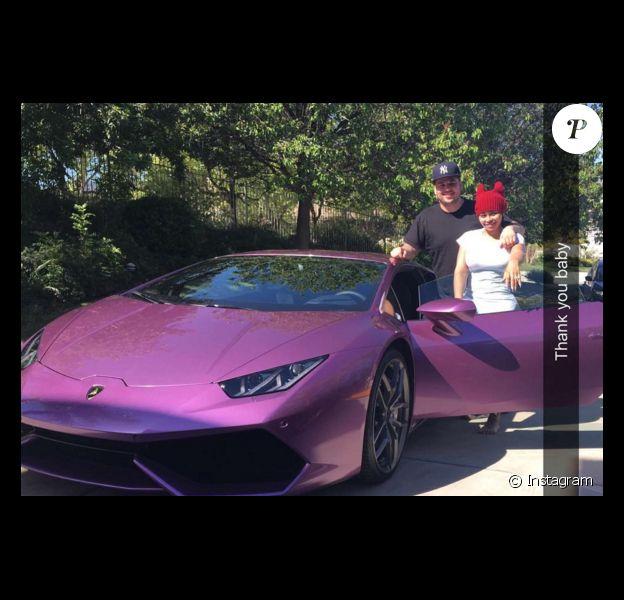 Blac Chyna a publié une photo de sa nouvelle voiture, offerte par son fiancé Rob Kardashian, sur sa page Instagram, le 20 avril 2016