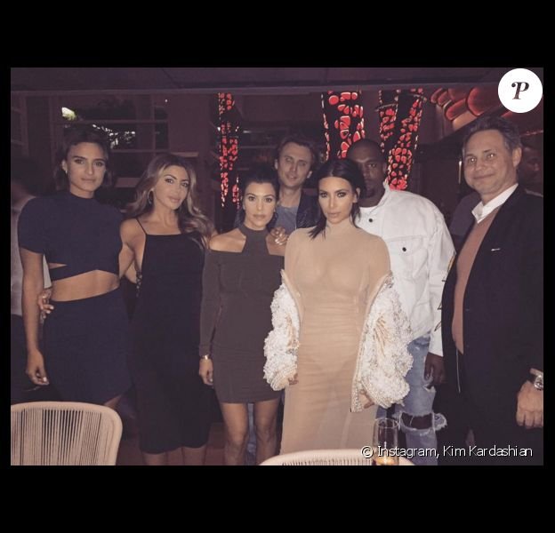 Kourtney, Kim Kardashian et Kanye West au restaurant Komodo Miami. Photo publiée le 22 avril 2016.