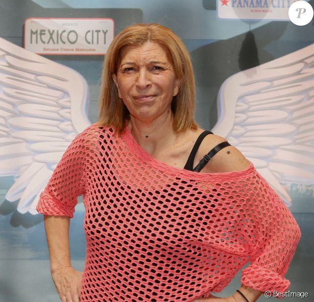 """La pétillante Linda - Photocall des """"Anges 7"""" au Barrio Latino à Paris, le 26 mai 2015."""
