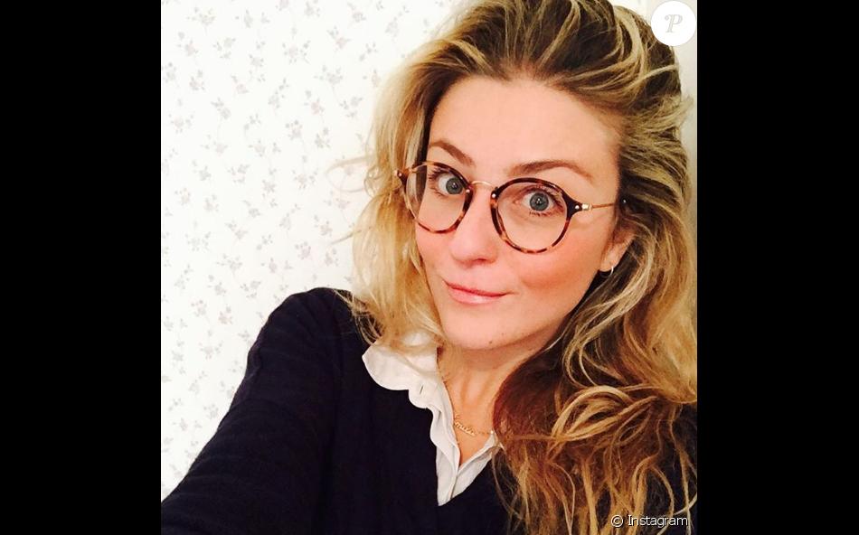 Emilie Picch : La chroniqueuse du Mad Mag prend un selfie sur Instagram