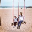 Alexandra Rosenfeld a publié une photo d'elle avec sa fille Ava. La jolie blonde profite du pont pour aller se ressourcer dans le sud de la France. Photo publiée sur Instagram, le 6 mai 2016