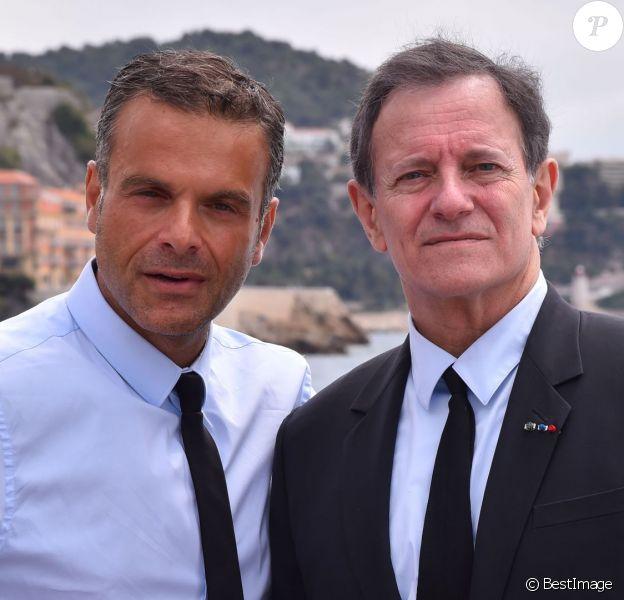 Steve Suissa, metteur en scène, et l'acteur Francis Huster sont sur la Promenade des Anglais après avoir participé à une conférence de presse le 2 mai 2016, à la mairie de Nice afin d'annoncer la création d'une troupe de théâtre dans la cité azuréenne. ©Bruno Bebert / Bestimage
