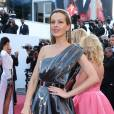 "Petra Nemcova - Montée des marches du film ""Julieta"" lors du 69ème Festival International du Film de Cannes. Le 17 mai 2016. © Olivier Borde-Cyril Moreau/Bestimage"