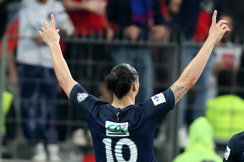 PSG-OM : Zlatan quitte la France victorieux, devant Kevin Trapp et son amoureuse