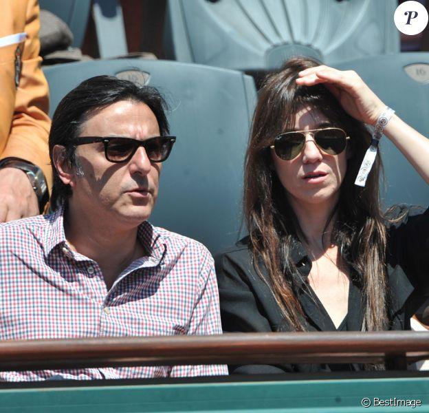 Charlotte Gainsbourg et Yvan Attal aux Internationaux de France de tennis de Roland Garros à Paris, le 6 juin 2014.