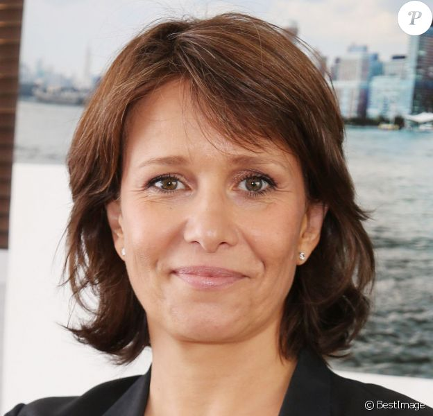 Carole Rousseau - Courtier d'un jour pour encourager les clients à passer ce jour là le maximum d'ordres dans la salle des marchés d'Aurel BGC Rue Vivienne à Paris. Le 11 septembre 2014.