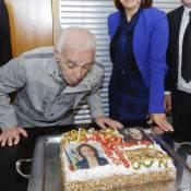 Charles Aznavour : L'immense chanteur souffle ses 92 bougies