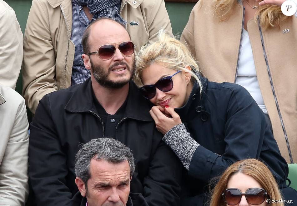 Fabrice Du Welz et sa compagne Helena Noguerra - People dans les tribunes des Internationaux de France de tennis de Roland Garros à Paris. Le 24 mai 2016 © Dominique Jacovides / Bestimage