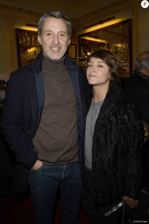 Antoine de Caunes et sa fille Emma de Caunes à Paris, le 10 décembre 2013.