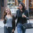 Courteney Cox se promène avec sa fille Coco Arquette dans les rues de Los Angeles, le 3 mai 2016