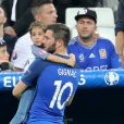 André-Pierre Gignac et sa fille Grâce au match de l'Euro 2016 France-Albanie au Stade Vélodrome à Marseille, le 15 juin 2016. © Cyril Moreau/Bestimage