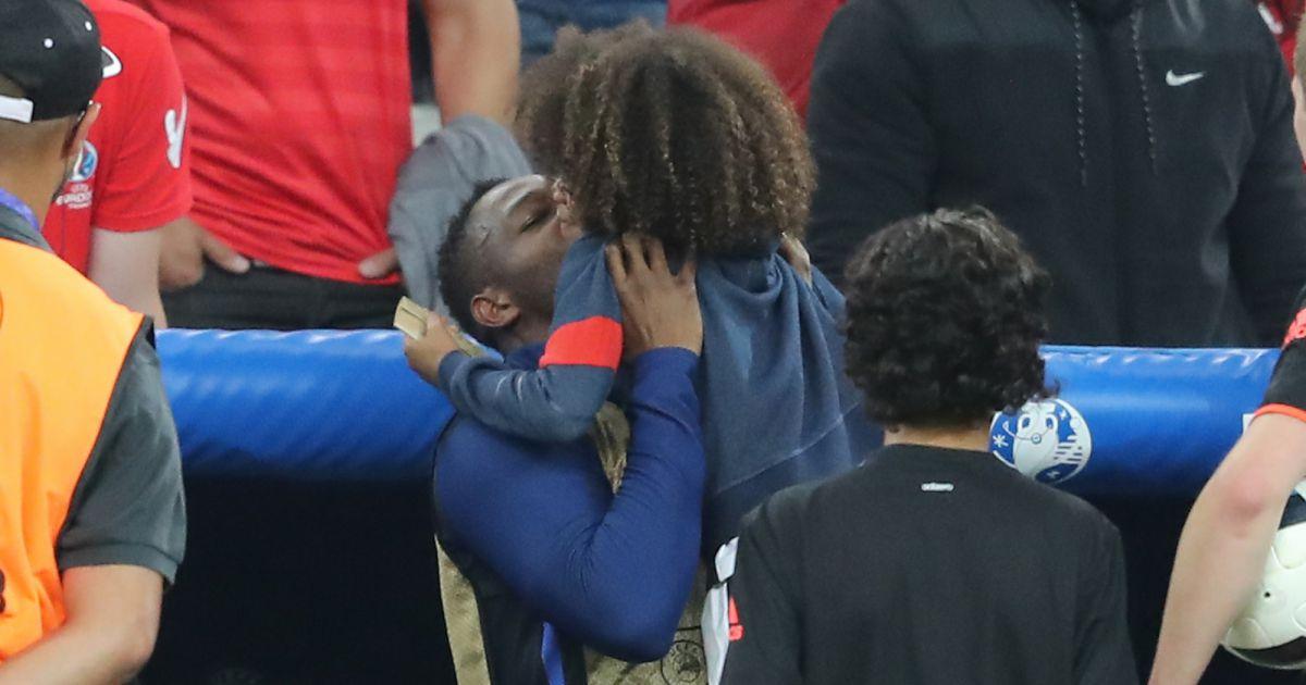 Steve Mandanda Et Son Fils Sacha Au Match De L Euro 2016