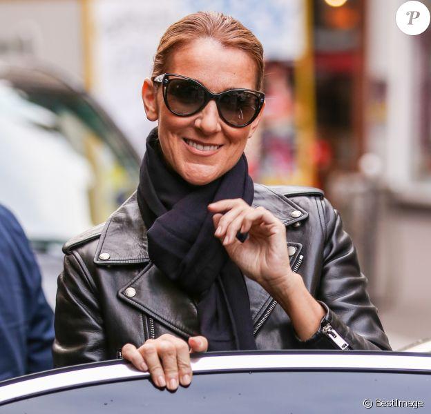 Exclusif - Céline Dion quitte son hôtel pour se rendre à une séance photo avec le photographe Gilles Bensimon à Paris le 17 juin 2016