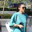 Kylie Jenner fait du shopping et prend des selfies avec ses fans au Planet Blue à Malibu, le 27 mai 2016