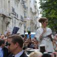 Céline Dion quitte son hôtel, Le Royal Monceau, à Paris le 25 juin 2016 pour son deuxième concert parisien à AccorHôtels Arena
