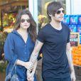 Louis Tomlinson et sa petite amie Danielle Campbell dans les rues de Los Angeles, le 20 février 2016.
