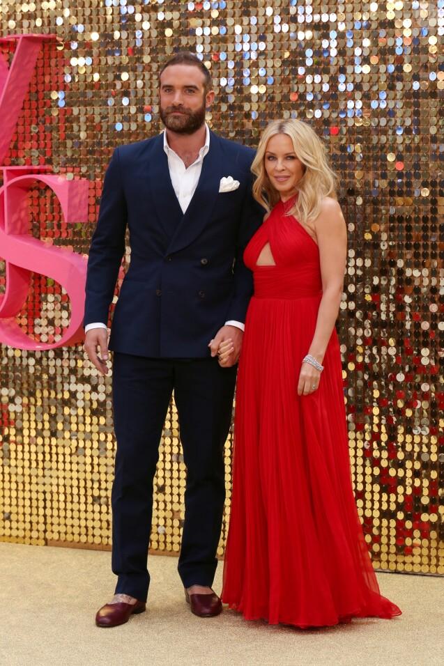 """Kylie Minogue et son compagnon Joshua Sasse lors de la première mondiale du film """"Absolutely Fabulous: The Movie"""" à Londres, le 29 juin 2016.  Absolutely Fabulous World Premiere in London, UK on June 29, 2016.29/06/2016 - Londres"""