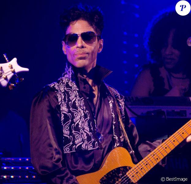 Le chanteur Prince en concert au Palais Club à Cannes. Le 26 juillet 2010