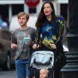 Exclusif - Liv Tyler, enceinte, avec ses enfants Milo Langdon et Sailor Gardner, se promènent à New York le 23 juin 2016.