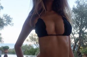 Zahia Dehar torride en bikini : La bombe, toute en cambrure, affole la Toile !
