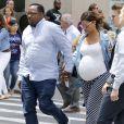 Bobby Brown et sa femme Alicia Etheredge, enceinte, se baladent main dans la main à Times Square à New York le 13 juin 2016.