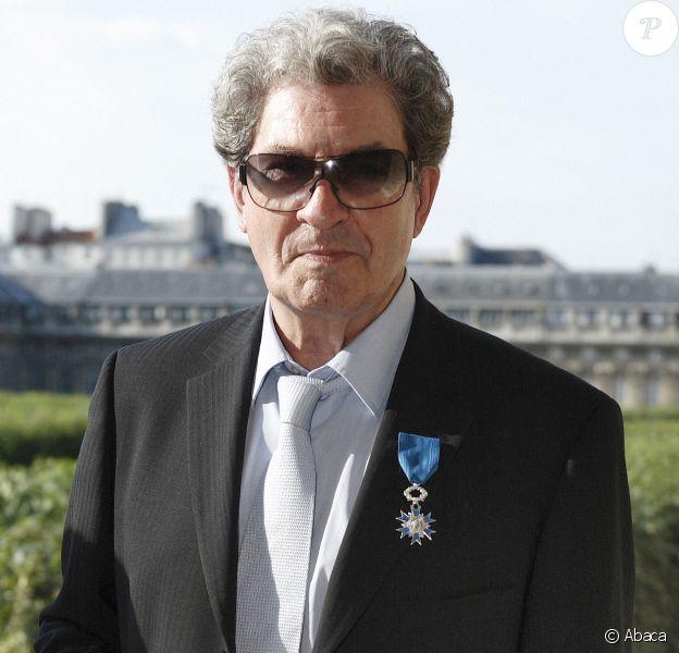 Gérard Bourgeois et sa médaille de Chevalier de la Legion d'Honneur à Paris le 12 juin 2006.