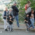 Exclusif - Nelson et Eddy Angélil, les jumeaux de Céline Dion, visitent le Quartier de la Butte Montmartre avec leurs trois nounous, leurs deux gardes du corps et leur chauffeur à Paris le 27 juin 2016.