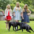 La princesse Ariane, la princesse héritière Catharina-Amalia et la princesse Alexia des Pays-Bas ont posé le 8 juillet 2016 avec leurs parents dans le jardin de leur résidence, la Villa Eikenhorst, à Wassenaar, dans le cadre de leur séance photo annuelle avec la presse à l'occasion des vacances d'été.