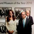 """Kate Middleton, duchesse de Cambridge, au dîner de remise du prix """"Art Fund Museum of the Year"""" au directeur du musée """"Victoria and Albert Museum"""", Martin Roth, au Musée d'Histoire Naturelle à Londres le 6 juillet 2016"""