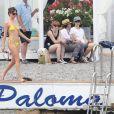 """Dakota Johnson, topless et en bikini jaune - Dakota Johnson et Jamie Dornan tournent une scène pour le film """"50 nuances plus sombres"""" dans le sud de la France à Saint-Jean Cap Ferrat le 12 juillet 2016."""