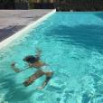 Laure Manaudou en vacances avec sa fille. Piscine, soleil et complicité ! Juillet 2016.