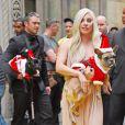 Lady Gaga et son compagnon Taylor Kinney arrivent avec leurs chiens, Miss Asia and Koji déguisés en père Noël à New York le 11 décembre 2015. © CPA/Bestimage