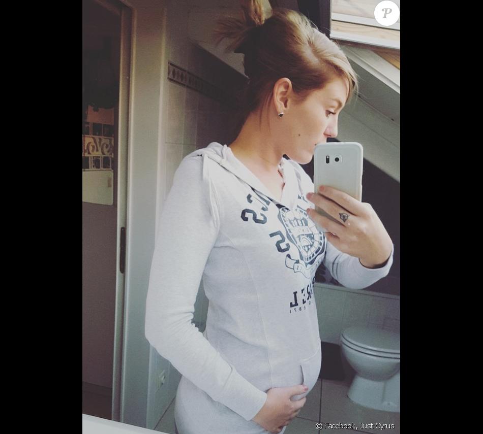 """Jutine, candidate de la première saison de """"Friends Trip"""" est enceinte de son premier enfant. Juillet 2016."""