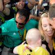 Christopher Froome a eu la joie d'être accueilli par sa femme Michelle et leur fils Kellan (7 mois) à l'arrivée de la dernière étape du Tour de France sur les Champs-Elysées à Paris le 24 juillet 2016. © Coadic Guirec / Bestimage