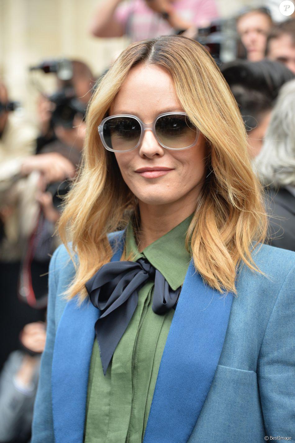 Vanessa Paradis - Arrivées des people au 2ème défilé de mode Haute-Couture  automne- e89b9786550