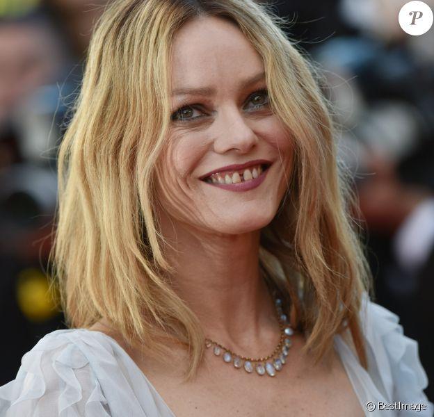 """Vanessa Paradis - Montée des marches du film """"The Last Face"""" lors du 69e Festival International du Film de Cannes. Le 20 mai 2016. © Giancarlo Gorassini/Bestimage"""