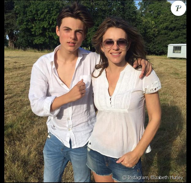 Elizabeth Hurley et son fils Damian