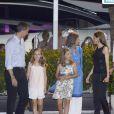 Le roi Felipe VI, la princesse Leonor, la princesse Sofia, la reine Sofia et la reine Letizia d'Espagne. La famille royale d'Espagne a dîné au restaurant Flanigan à Majorque lors de ses vacances le 31 juillet 2016.