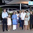 Le roi Felipe VI, la reine Sofia, la princesse Leonor, Victoria Frederica de Marichalar, l'infante Elena, le roi Juan Carlos, Felipe Juan Froilan de Marichalar, la princesse Sofia et la reine Letizia d'Espagne. La famille royale d'Espagne a dîné au restaurant Flanigan à Majorque lors de ses vacances le 31 juillet 2016.