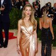 """Amber Heard (robe Ralph Lauren) à la Soirée Costume Institute Benefit Gala 2016 (Met Ball) sur le thème de """"Manus x Machina"""" au Metropolitan Museum of Art à New York, le 2 mai 2016. © Charles Guerin/Bestimage"""